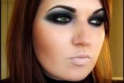 smokey-eyes-in-nero